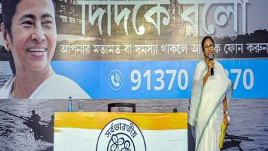 "Photo of Mamata opened ""Didi ke bolo"" but Bengal's people damaged the call connection"